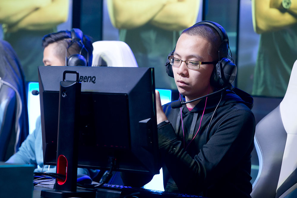 Daihuu onstage at ESL Burbank